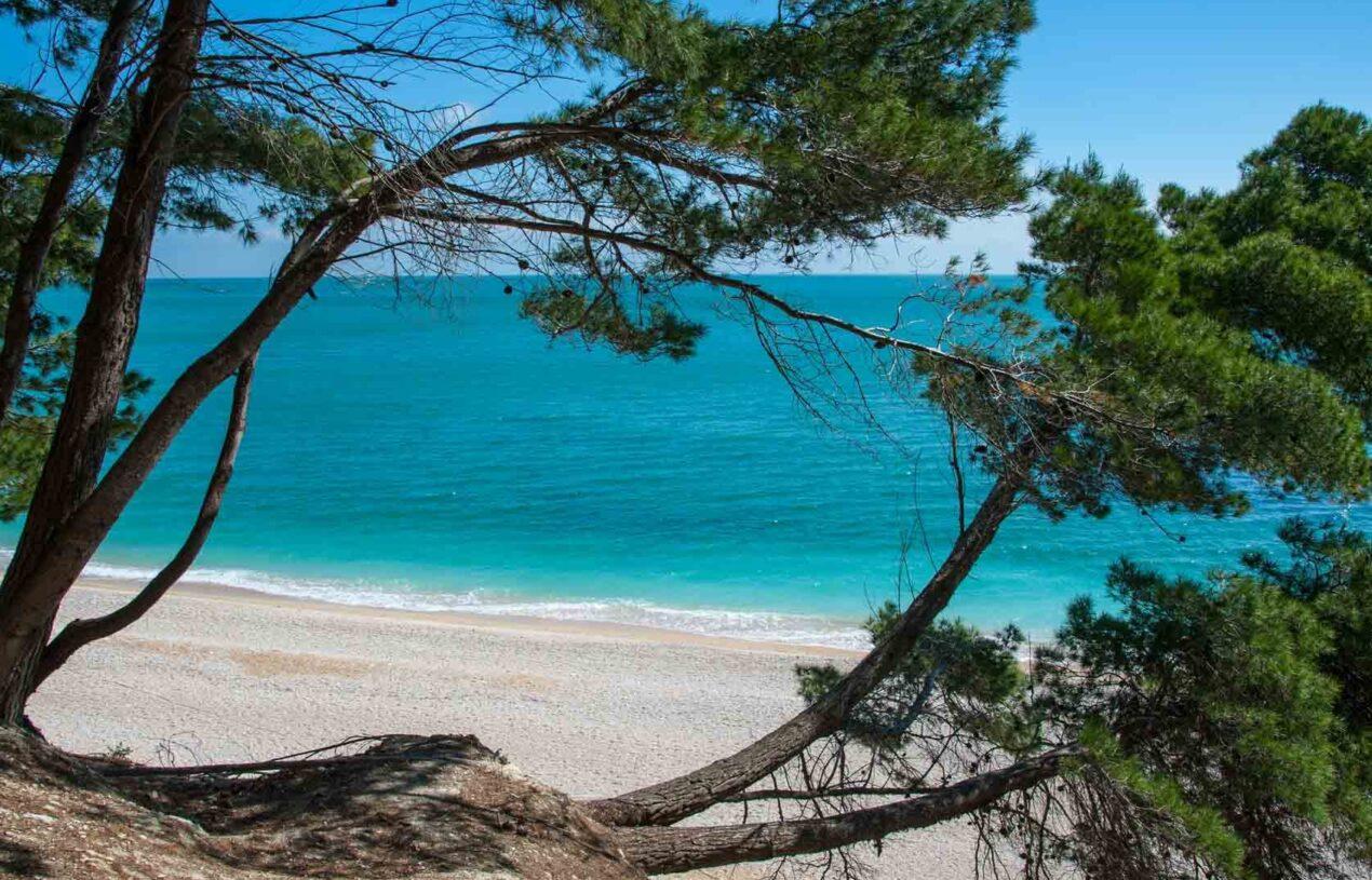 Spiaggia San Michele e dei Sassi Neri